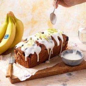 Pane alle banane Chiquita con i mirtilli e glassa al limone
