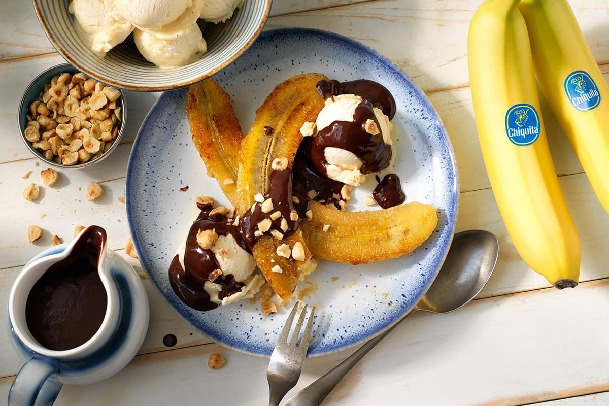 Banana split Chiquita con cioccolato fondente e nocciole