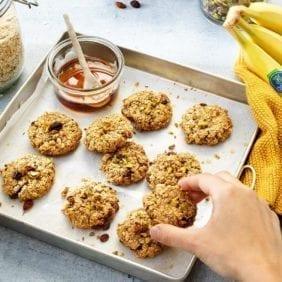 Biscotti rustici di farina d'avena con banana Chiquita e mirtillo.
