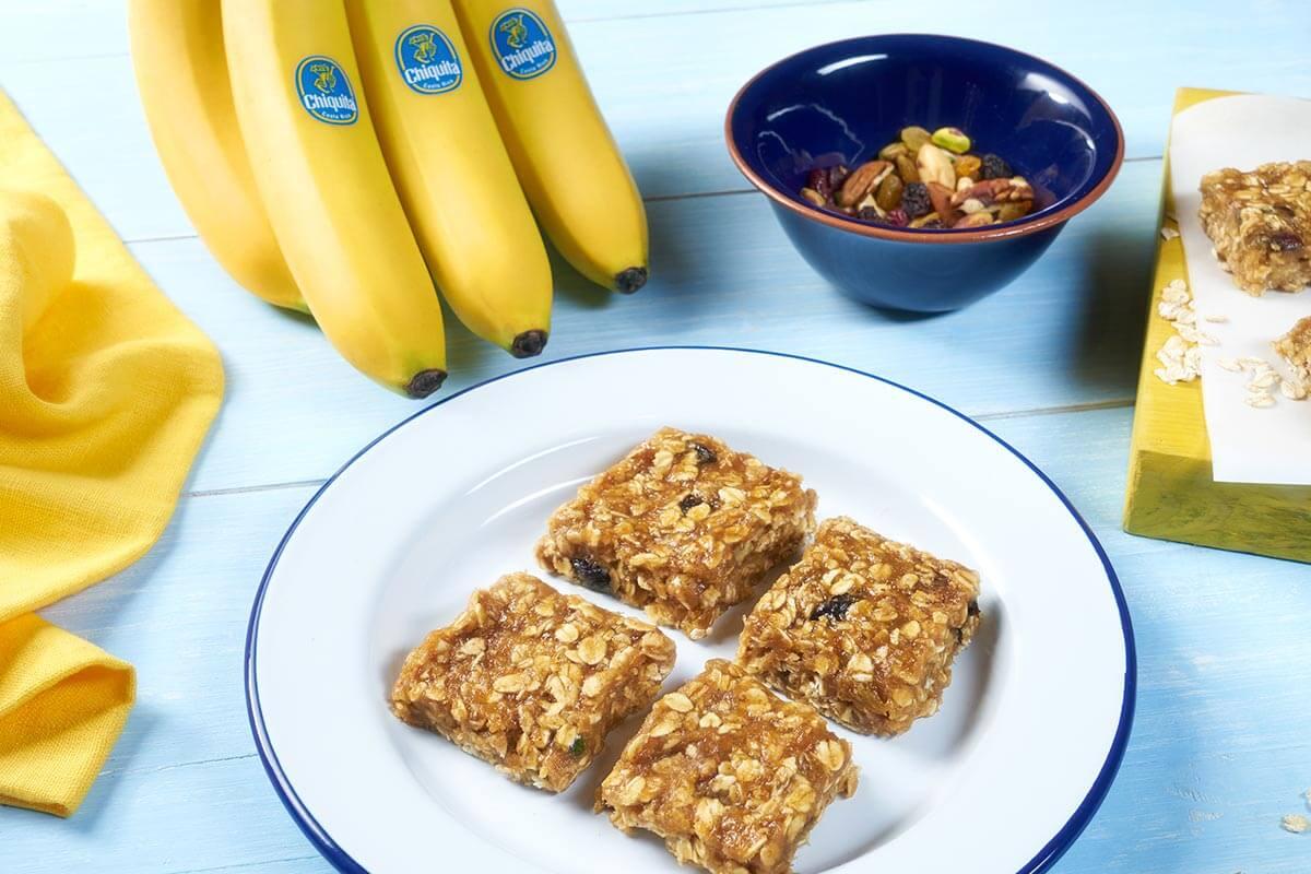 Biscotti quadrati alla banana Chiquita facili da preparare e senza cottura.