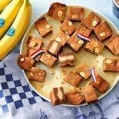 Speculaas olandesi ripieni alla banana Chiquita e pasta di mandorle guarniti con mandorle
