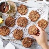 Biscotti all'avena e banane chiquita con cioccolato fondente