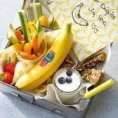 Snack misti con chips di banana Chiquita, verdure, frutta e noci