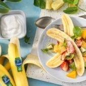 Banana split tropicale e biologica con cocco e menta