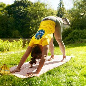 Esercizi di yoga e flessibilità