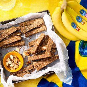 Barrette proteiche pre allenamento con frutta secca e banane Chiquita senza cottura