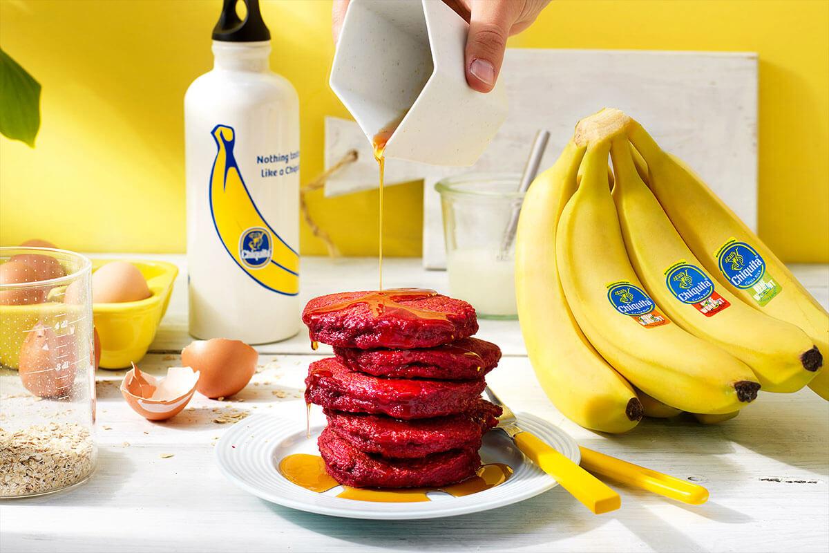 Pancake con barbabietola e banane Chiquita per sumo squat