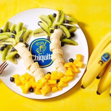 Palma con banane Chiquita, kiwi e mango