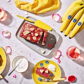 Banana bread red velvet con banane Chiquita per San Valentino