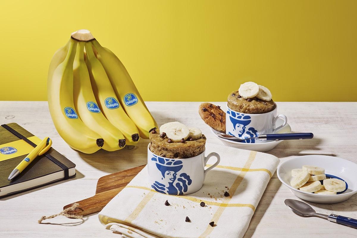 Biscotti in tazza con banana Chiquita e gocce di cioccolato