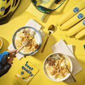 Spuntino post-allenamento a base di yogurt greco, burro di arachidi e banane Chiquita