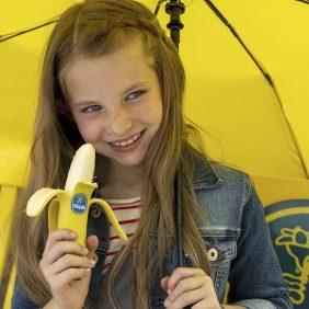 """Chiquita dipinge il mondo di giallo  nell'ultima campagna """"È naturale essere buoni"""""""