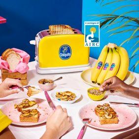 Toast vegano con banana Chiquita e burro di semi di girasole
